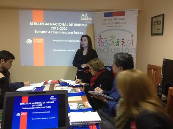 Directora Regional del Senadis capacita a funcionarios de Sernatur en discapacidad y accesibilidad